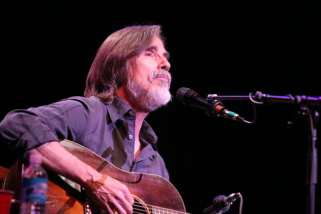 https://commons.wikimedia.org/wiki/File%3AJackson_Browne_2008_(2).jpg